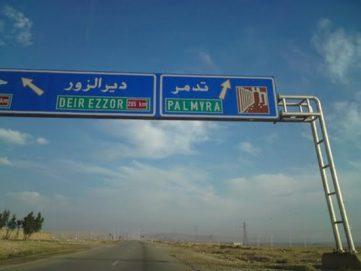 """32 قتيلاً في هجمات لـ""""داعش"""" في دير الزور"""