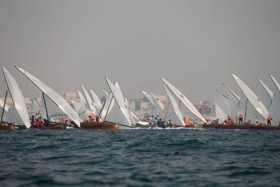 القوارب الشراعية 22 قدما تبحر في شواطئ دبي الجمعة