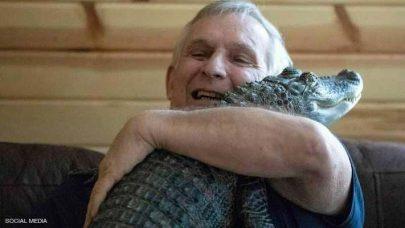 تمساح ينقذ صاحبه من الاكتئاب