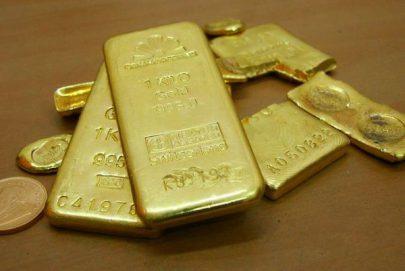 الذهب يقلص مكاسبه مع تعافي الدولار والأسهم بفعل مباحثات تجارية جديدة