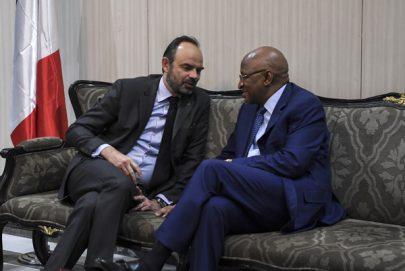 رئيس وزراء فرنسا يطالب بتعزيزي جهود مكافحة الإرهاب في منطقة الساحل
