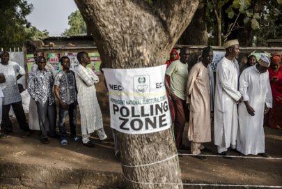 نيجيريا تنتخب الرئيس الجديد في سباق متقارب بين مرشحين