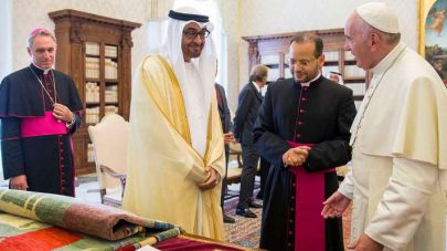 البابا فرانسيس: أستعد بفرح للقاء وتحية عيال زايد في دار زايد