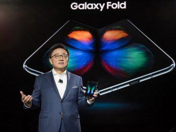 """""""سامسونج"""" مُحرجة بسبب الفشل الذريع لـ Galaxy Fold"""