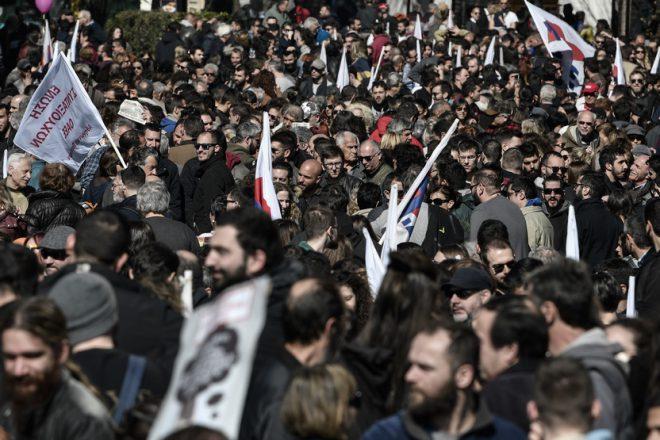 اضرابات واحتجاجات ضد إصلاح أنظمة التقاعد في اليونان