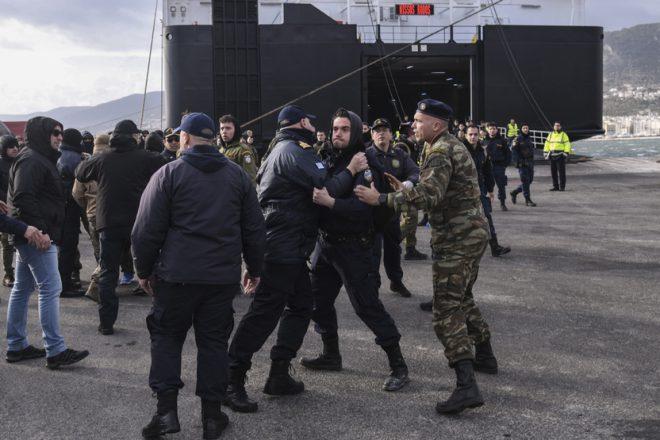 اليونان: عشرات الإصابات بتجدد الاحتجاجات حول مخيمات المهاجرين
