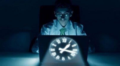 دراسة تكشف الحد من تأثير السهر والعمل ليلاً