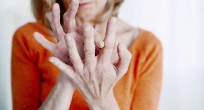 طقطقة الأصابع تقاعد مبكر للمفاصل