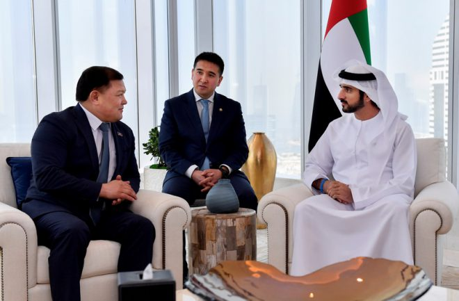 حمدان بن محمد يبحث العلاقات مع رئيس برلمان قيرغيزستان
