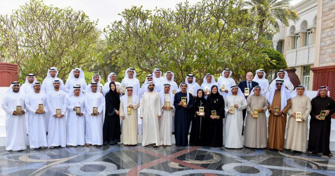 محمد بن راشد للمكرمين: أنتم شموع أضاءت طريق الأجيال لخدمة الإمارات وإعلاء شأنها