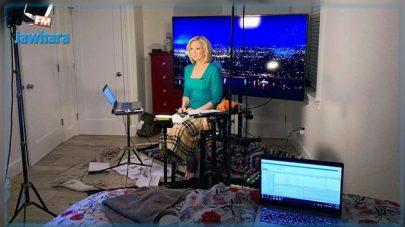 مذيعة أمريكية تقدم نشرة الأخبار من المنزل