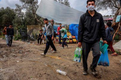 اليونان تعزل مخيماً ثانياً للاجئين تحسباً لـ