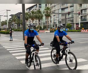 شرطة دبي تضم الخوذة الذكية إلى معدات فريق الدراجات الهوائية