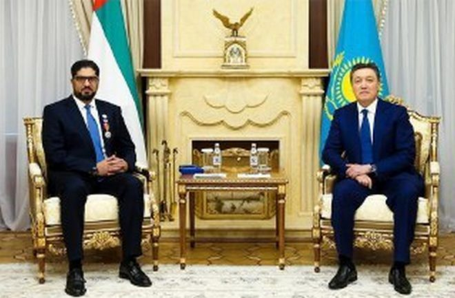 رئيس كازاخستان يمنح سفير الدولة