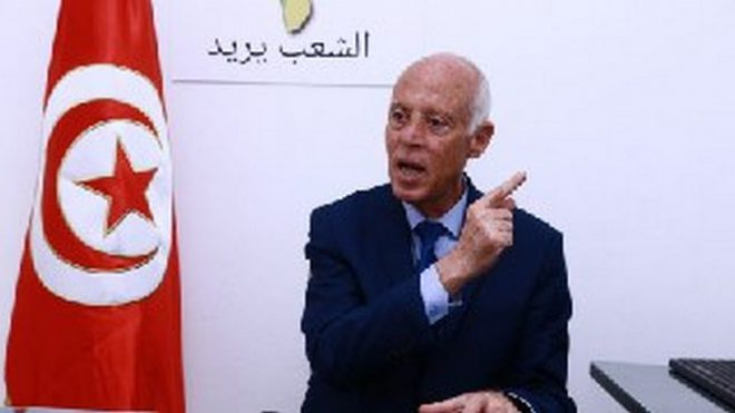 الرئيس التونسي يضع