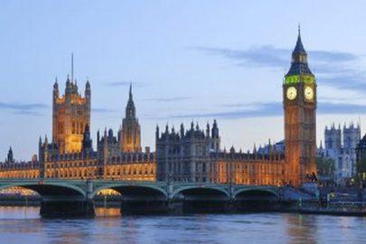 بريطانيا بين الإغلاق وحماية الصحة الوطنية