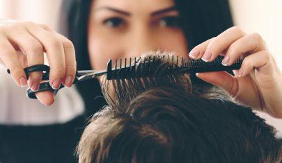 مصففو الشعر يستأنفون عملهم في المنازل بالبيرو