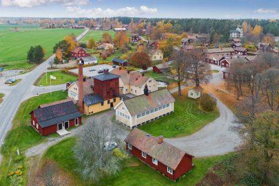 قرية سويدية عمرها 3 قرون للبيع مقابل 7.3 مليون دولار