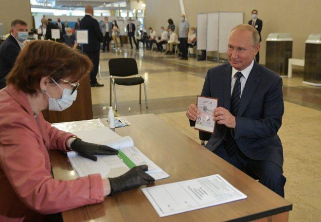 الروس يمددون عهد بوتين حتى 2036