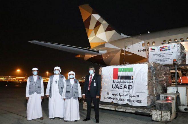 الإمارات ترسل مساعدات طبية إلى دول جزر