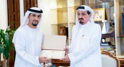 حاكم عجمان وولي عهده يتسلمان نسخة من شهادة ماجستير في الدراسات الاستراتيجية والأمنية