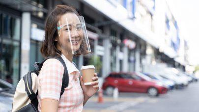 دروع الوجه البلاستيكية غير فعالة في مواجهة