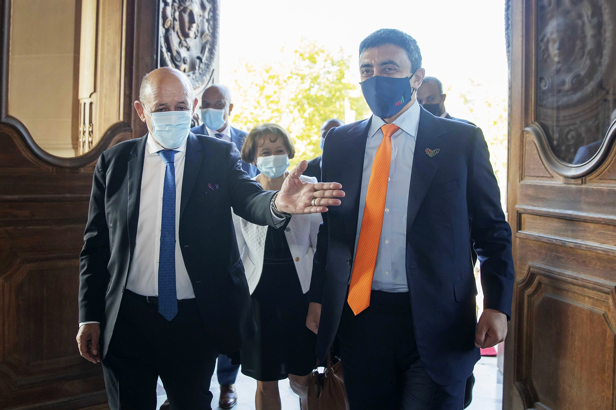 عبدالله بن زايد ووزير خارجية فرنسا يبحثان تعزيز العلاقات الاستراتيجية بين البلدين