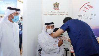 الصحة تعلن تطعيم العاملين بمطار الشارقة بالجرعة الأولى من لقاح