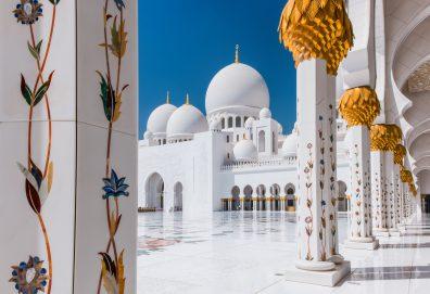 جامع الشيخ زايد الكبير في أبوظبي مركز إشعاع حضاري
