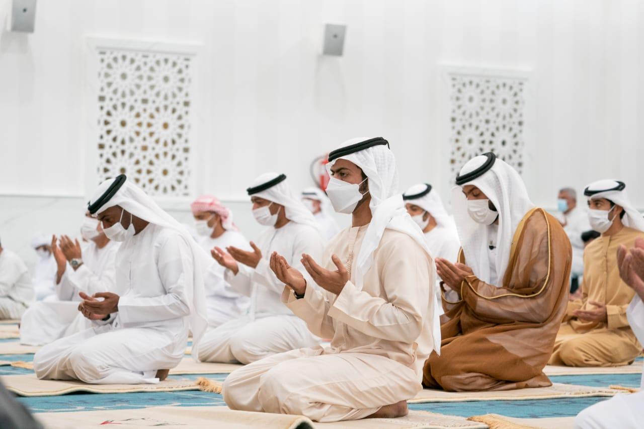 خليفة بن طحنون يفتتح مسجد الشهيد زكريا الزعابي في منطقة السمحة بأبوظبي