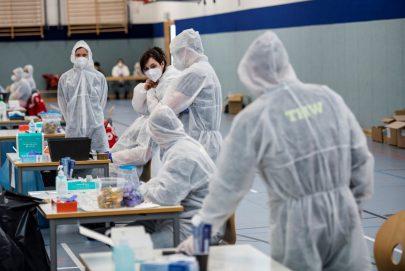 المملكة المتحدة أول دولة تعتمد لقاح فايزر/بايونتيك المضاد لـ
