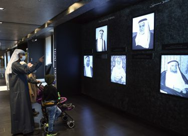 """الأرشيف الوطني يثري """"مهرجان الشيخ زايد"""" بالبعد التاريخي للدولة من خلال منصة """"ذاكرة الوطن"""""""