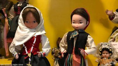 مغربي وزوجته الفرنسية يرعيان متحفا يضم 2500 دمية من 91 دولة
