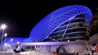 إضاءة المعالم السياحية في جزيرة ياس باللون الأزرق احتفاءً باليوم الوطني الستين لدولة الكويت