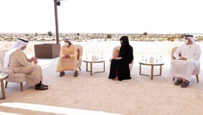 رئيس الدولة يتلقى رسالة من أمير الكويت تسلمها محمد بن راشد