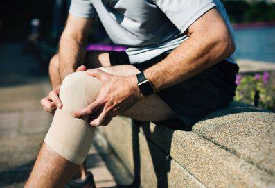 آلام الركبة تنبئ بالإصابة بهشاشة العظام