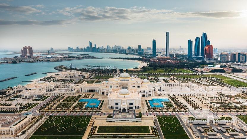 الإمارات .. صناعة الحياة والمستقبل