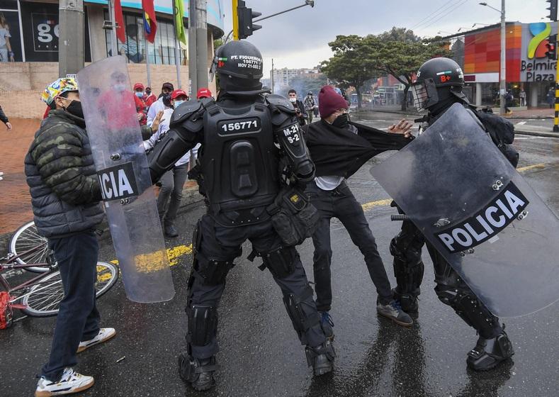 تنديد دولي واسع بالقمع في كولومبيا
