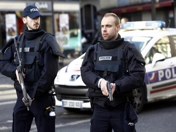 فرنسا تعتقل مُتهماً بإطلاق نار في بلانتير