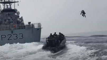 بريطانيا تختبر بذلة نفاثة تحلّق بالجنود