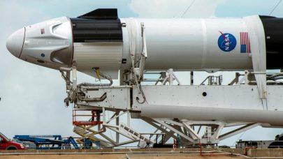 """صاروخ لـ""""ناسا"""" ينفث بخاراً أخضراً لدراسة بلازما الفضاء"""