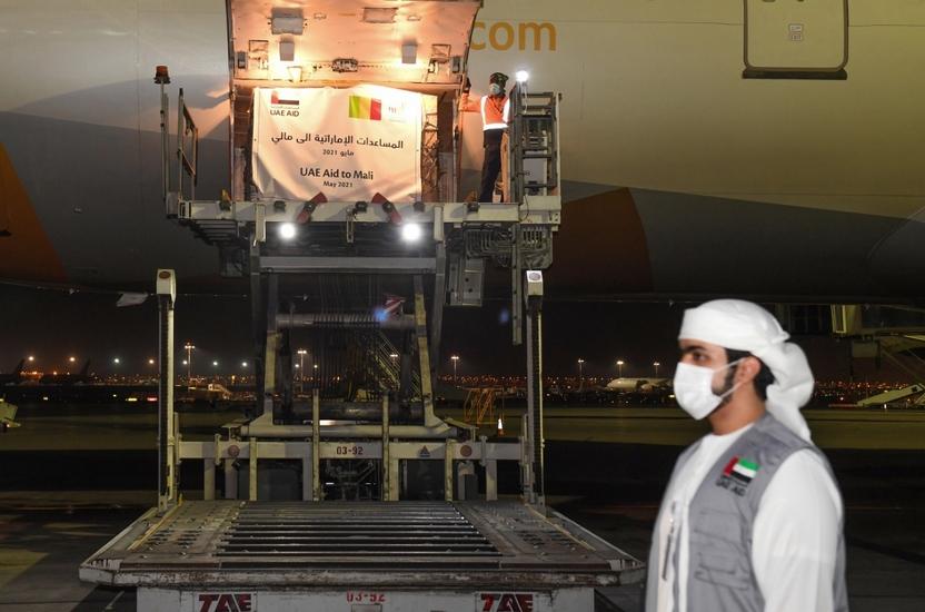الإمارات ترسل 50 طناً من المواد الغذائية إلى مالي