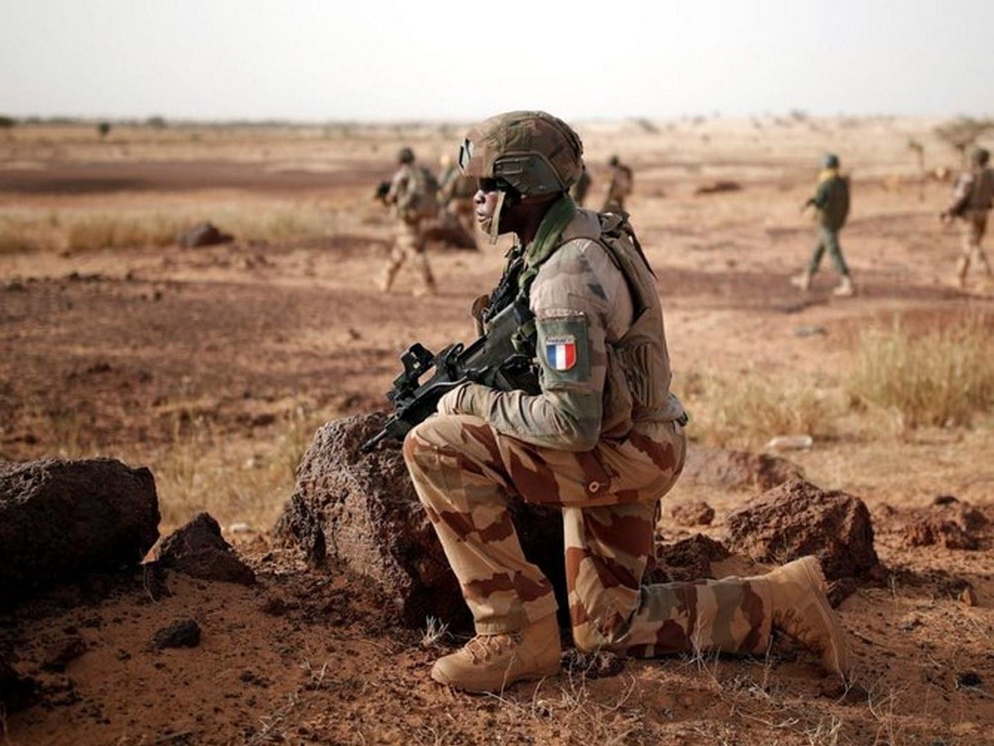 جرح 6 جنود فرنسيين و4 مدنيين بانفجار سيارة في مالي