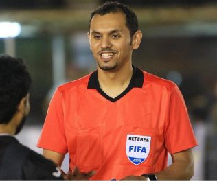 """طاقم تحكيم سعودي لإدارة مباراة """"الأبيض"""" مع إندونيسيا"""