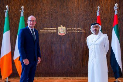 عبدالله بن زايد يبحث تعزيز التعاون مع وزير الخارجية والدفاع الإيرلندي