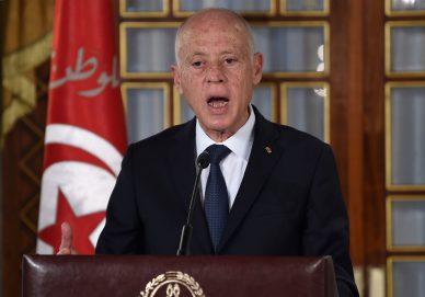 قرارات الرئيس التونسي زلزال دستوري شجاع