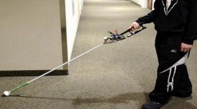 باحثون يطورون عصا روبوتية لمساعدة المكفوفين على التنقل