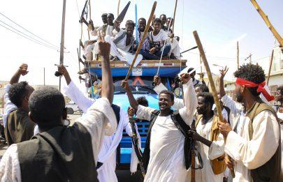 شهر من الاحتجاجات شرق السودان يشل اقتصاد البلاد