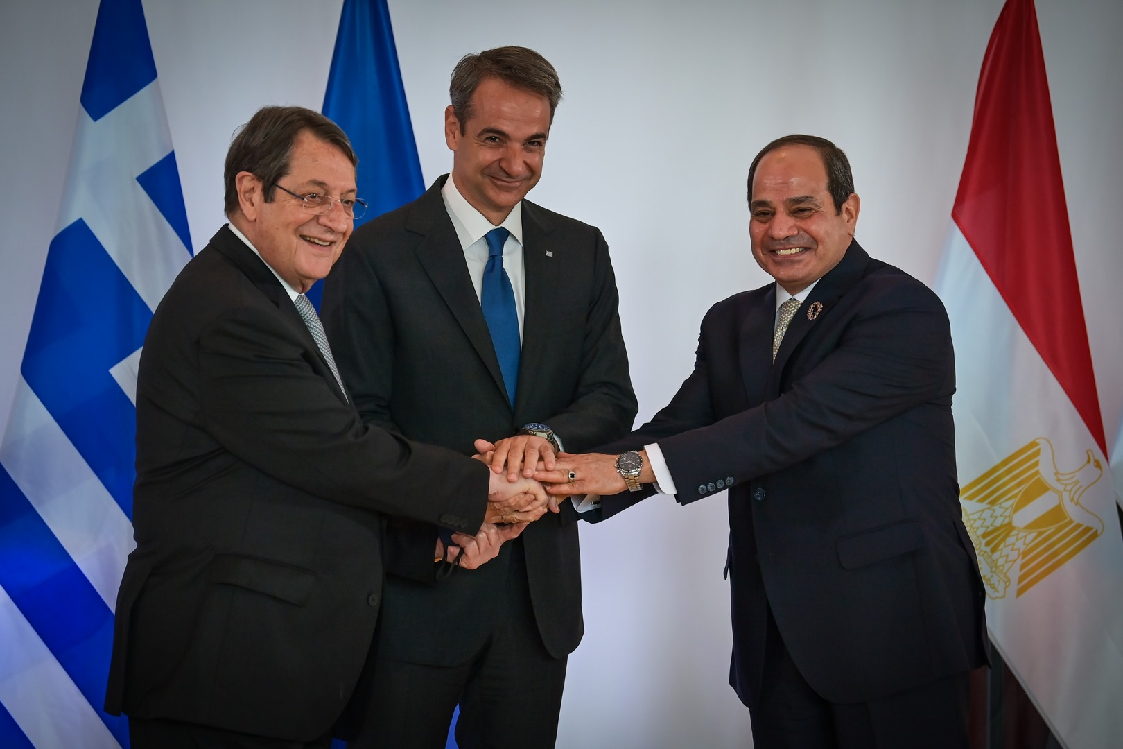 اتفاق بين مصر واليونان وقبرص حول نقل الكهرباء