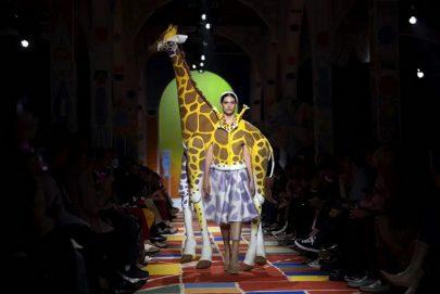 عرض أزياء مستوحى من حيوانات الغابة